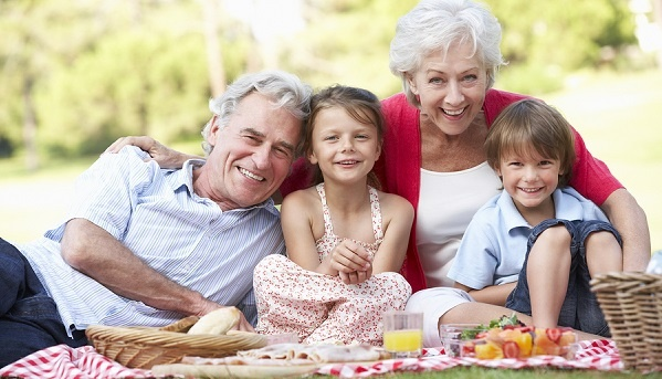 Grandparents-And-Grandchildren-picnic-LR.jpg