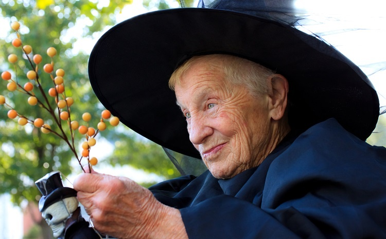 Senior-lady-in-witch-costume-LR