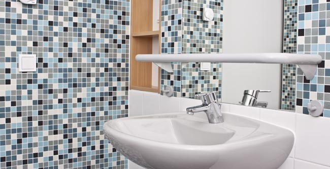 Smart Renovations to Make the Bathroom Safer for Seniors