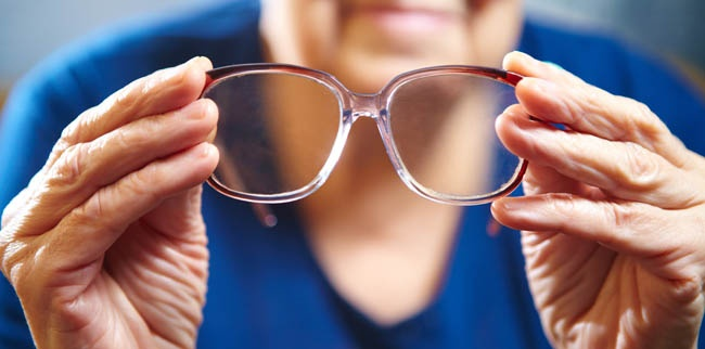 Common Vision Problems that Cause Senior Falls